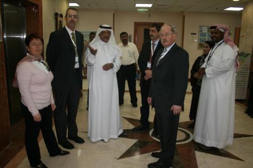 Dr. Al-Harthi und ausl. Gäste / Zum Vergrößern auf das Bild klicken