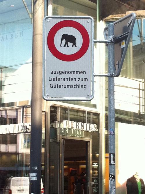Bruno Hersche / elefanten-verbot_in_zuerich_110513_17_gr8 / Zum Vergrößern auf das Bild klicken