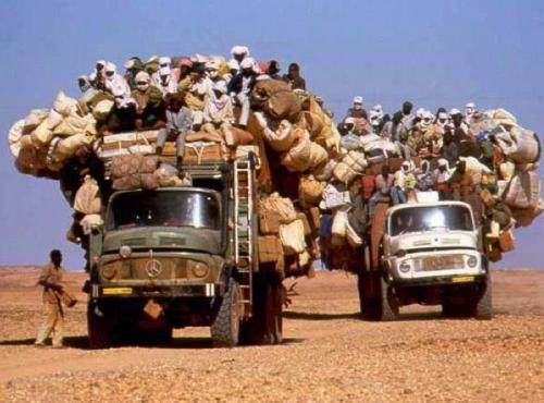 Überladene Lastwagen