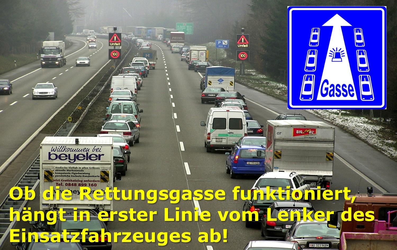 Bruno Hersche / merkblatt_fahren_in_rettungsgasse_kreditkarte_aufrecht_v_120110