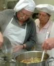 Elfi und Bruno im Kochkurs Wien 071201 / Zum Vergrößern auf das Bild klicken