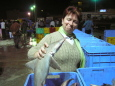 Elfi mit Hai am Fischmarkt von Qatif / Zum Vergrößern auf das Bild klicken