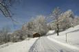 Bruno Hersche / winter_gueterweg_bei_scheune_gr8 / Zum Vergrößern auf das Bild klicken